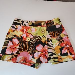 Cache size 4 Tropical Skorts.